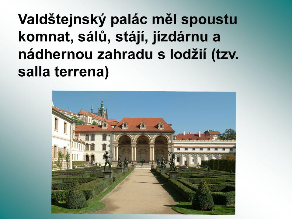 Valdštejnský palác měl spoustu komnat, sálů, stájí, jízdárnu a nádhernou zahradu s lodžií (tzv.