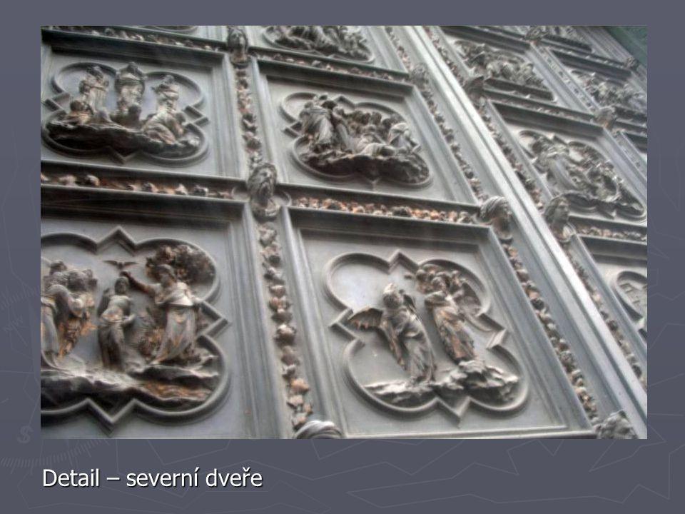 Detail – severní dveře