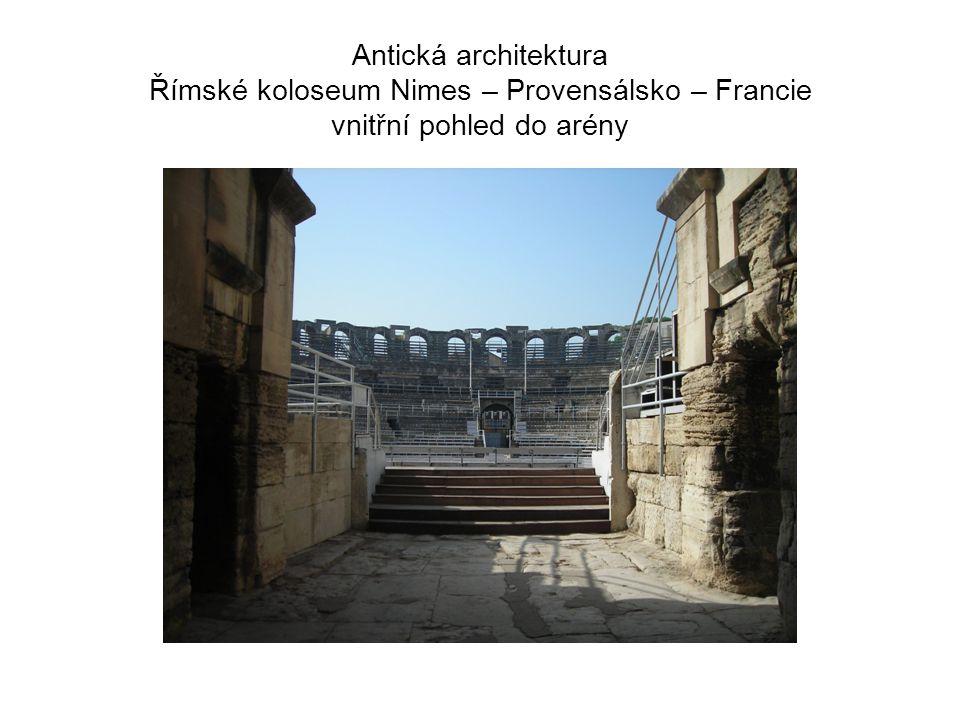 Antická architektura Římské koloseum Nimes – Provensálsko – Francie vnitřní pohled do arény