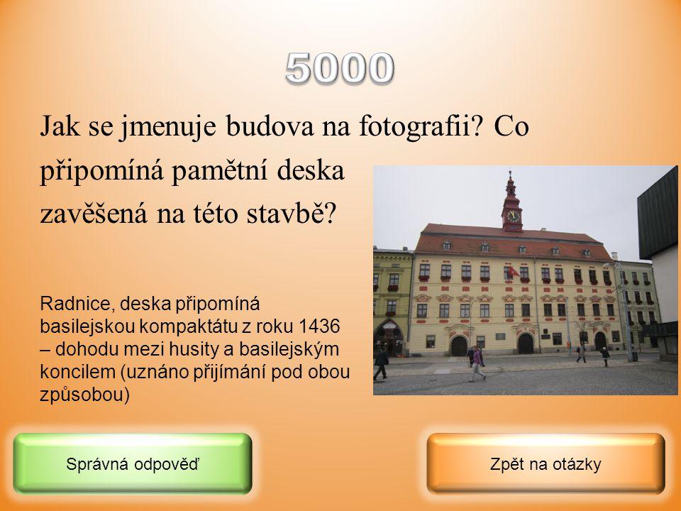 5000 Jak se jmenuje budova na fotografii Co připomíná pamětní deska