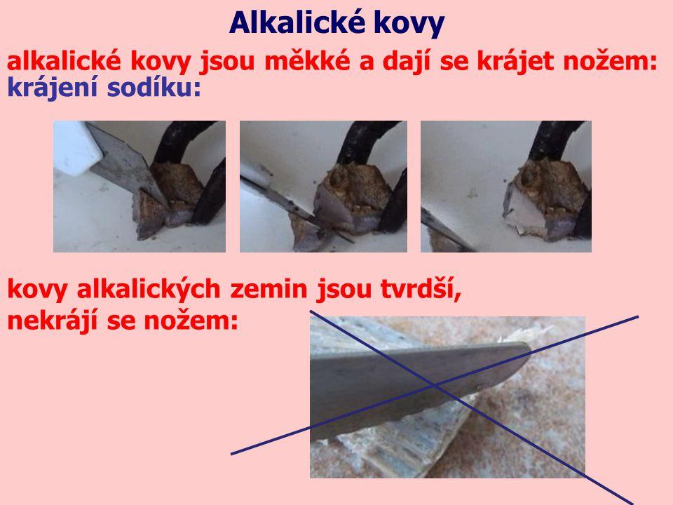 Alkalické kovy alkalické kovy jsou měkké a dají se krájet nožem: