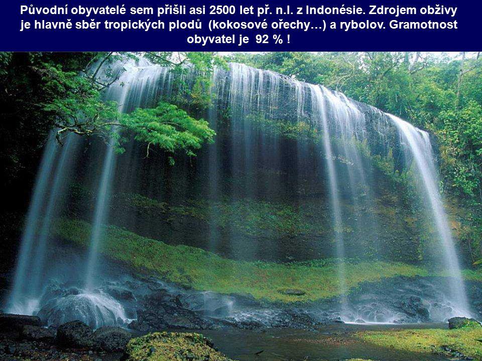 Původní obyvatelé sem přišli asi 2500 let př. n. l. z Indonésie