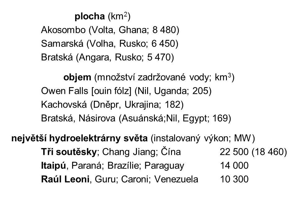 objem (množství zadržované vody; km3)