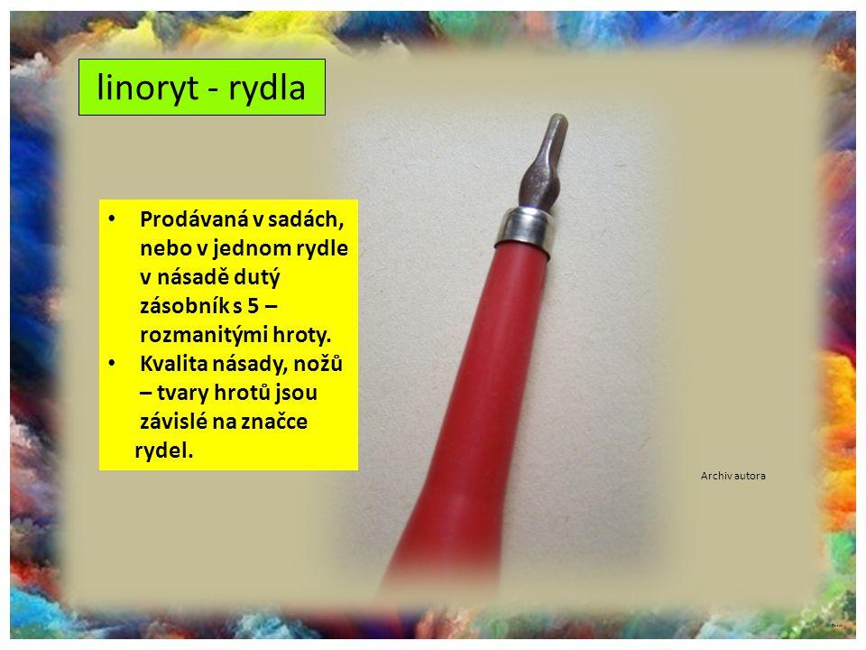 linoryt - rydla Prodávaná v sadách, nebo v jednom rydle v násadě dutý zásobník s 5 – rozmanitými hroty.