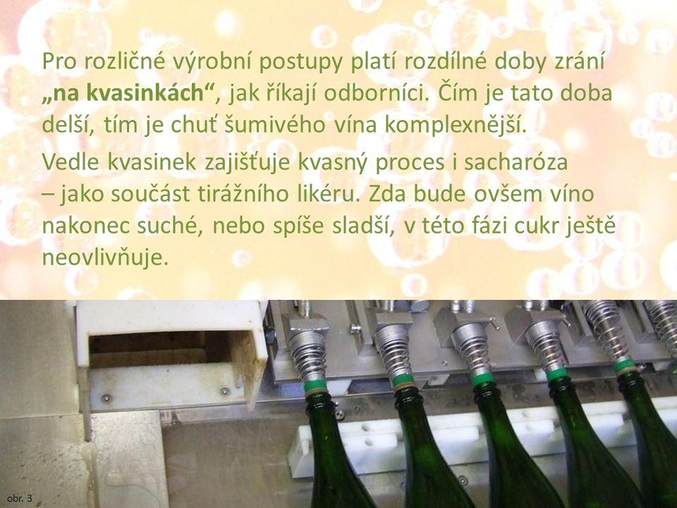 """Pro rozličné výrobní postupy platí rozdílné doby zrání """"na kvasinkách , jak říkají odborníci. Čím je tato doba delší, tím je chuť šumivého vína komplexnější. Vedle kvasinek zajišťuje kvasný proces i sacharóza – jako součást tirážního likéru. Zda bude ovšem víno nakonec suché, nebo spíše sladší, v této fázi cukr ještě neovlivňuje."""