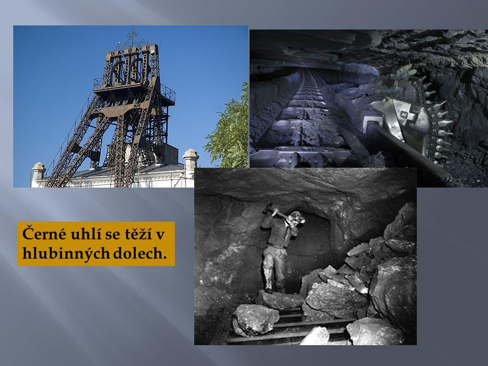 Černé uhlí se těží v hlubinných dolech.