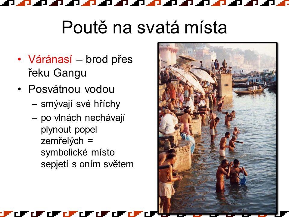 Poutě na svatá místa Váránasí – brod přes řeku Gangu Posvátnou vodou