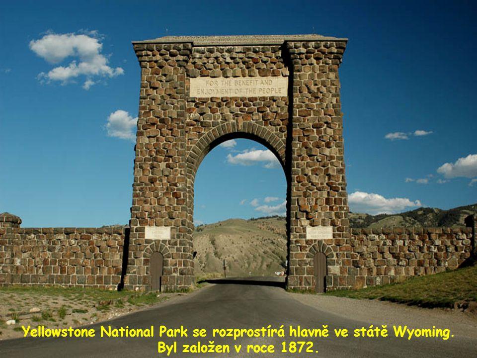 Yellowstone National Park se rozprostírá hlavně ve státě Wyoming