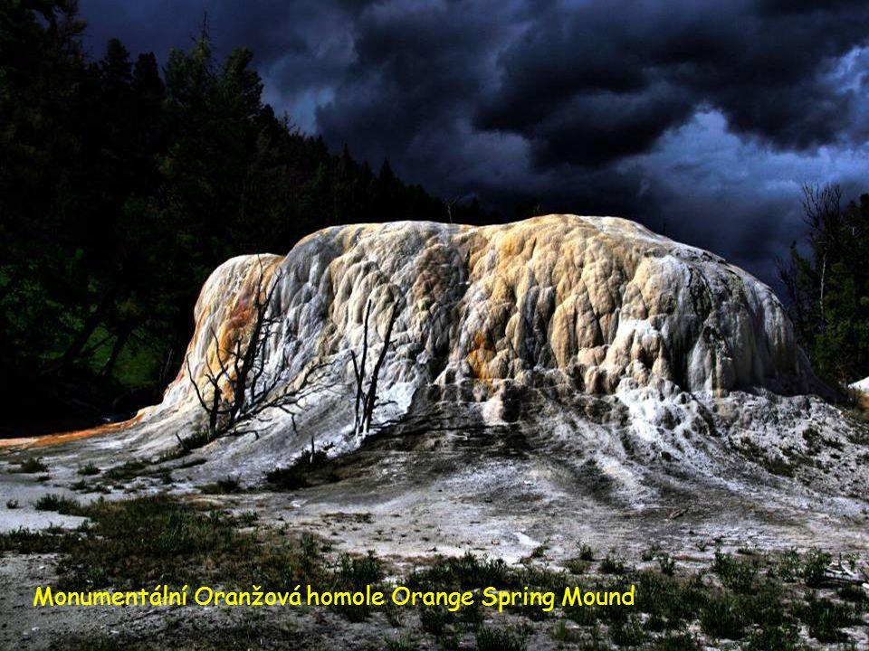 Monumentální Oranžová homole Orange Spring Mound