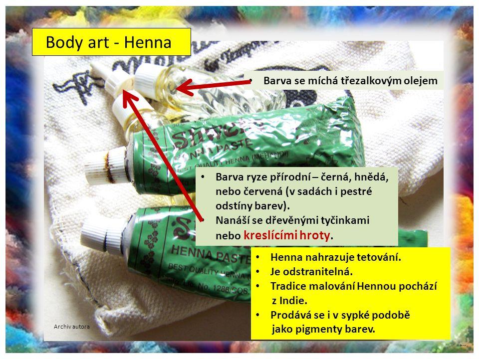 Body art - Henna Barva se míchá třezalkovým olejem
