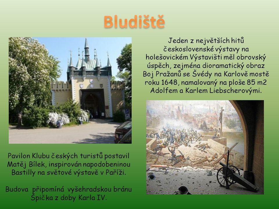 Budova připomíná vyšehradskou bránu Špička z doby Karla IV.