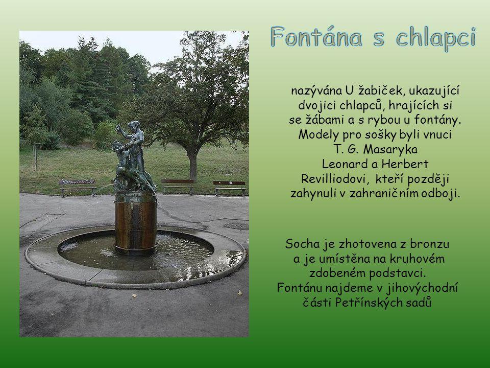 Fontána s chlapci nazývána U žabiček, ukazující dvojici chlapců, hrajících si. se žábami a s rybou u fontány. Modely pro sošky byli vnuci.
