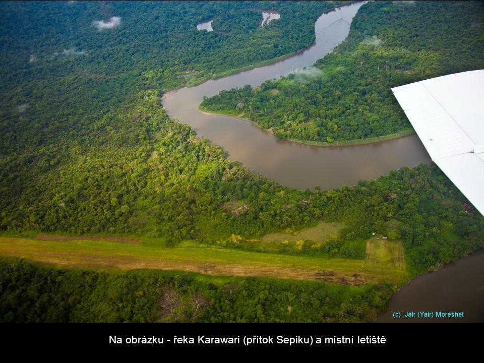 Na obrázku - řeka Karawari (přítok Sepiku) a místní letiště