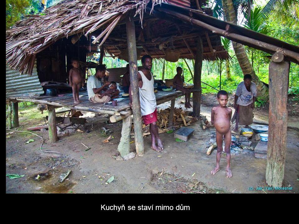 Kuchyň se staví mimo dům