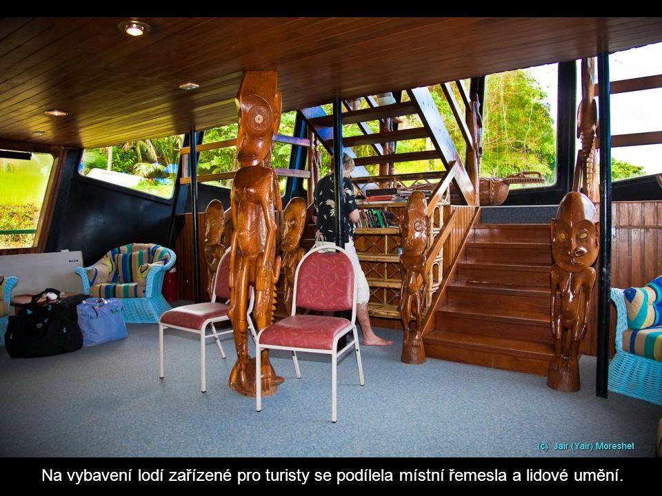 Na vybavení lodí zařízené pro turisty se podílela místní řemesla a lidové umění.