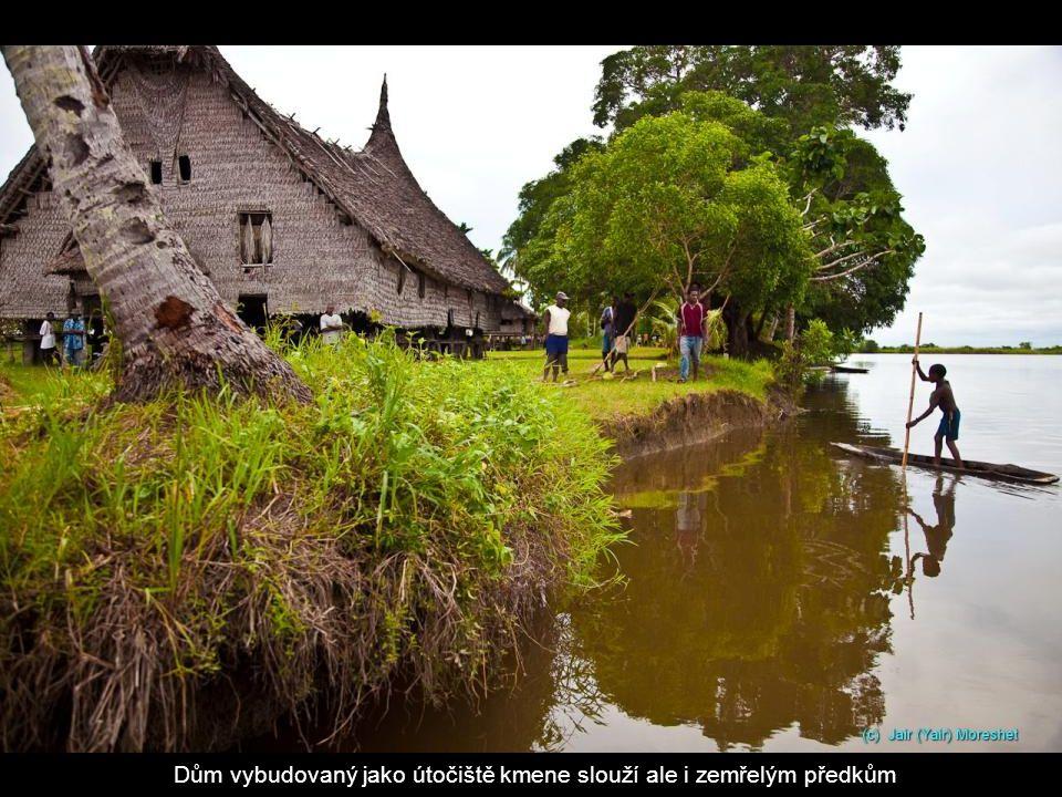 Dům vybudovaný jako útočiště kmene slouží ale i zemřelým předkům