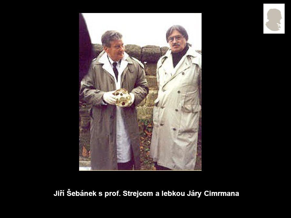 Jiří Šebánek s prof. Strejcem a lebkou Járy Cimrmana