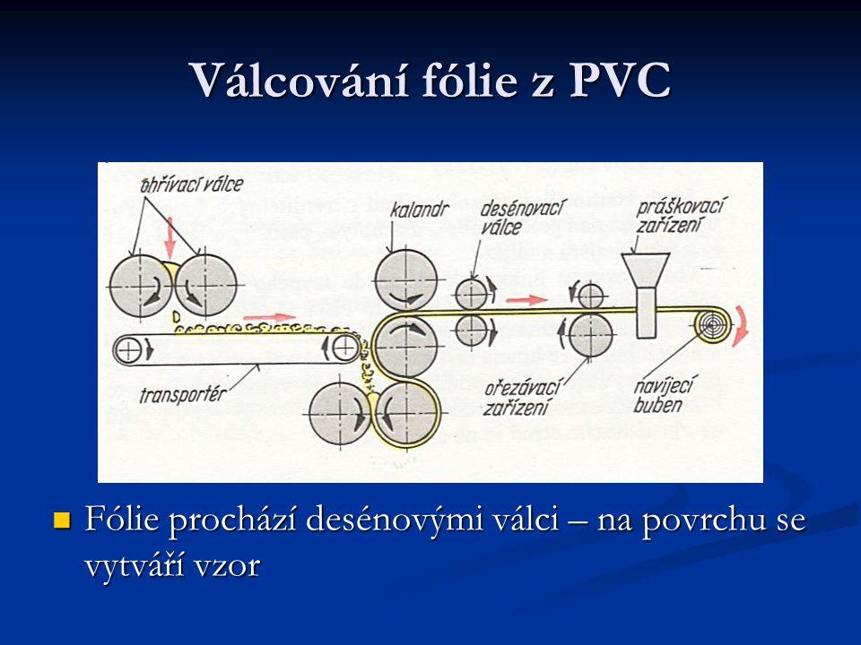 Válcování fólie z PVC Fólie prochází desénovými válci – na povrchu se vytváří vzor