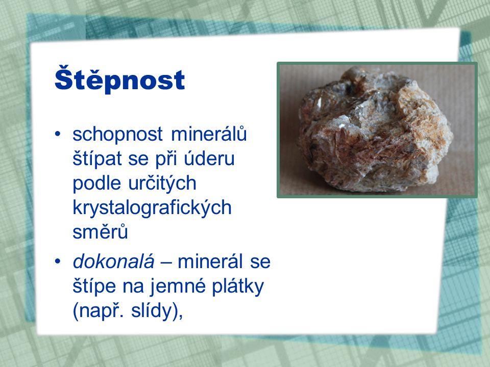 Štěpnost schopnost minerálů štípat se při úderu podle určitých krystalografických směrů.