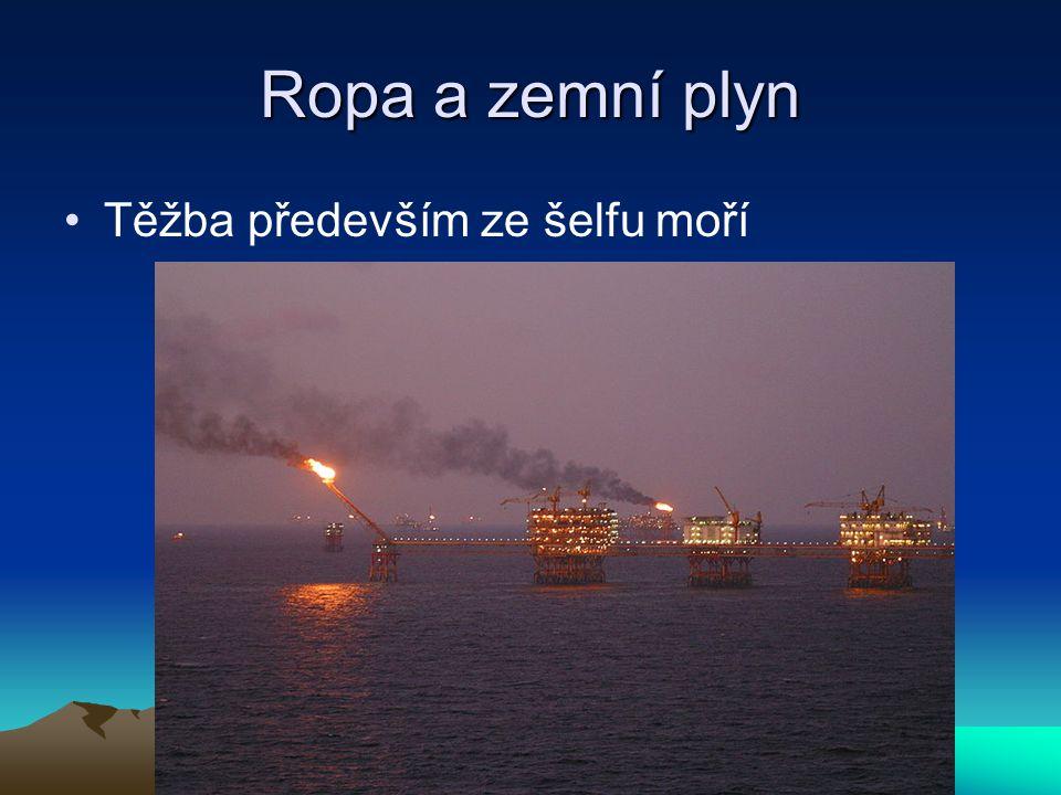 Ropa a zemní plyn Těžba především ze šelfu moří