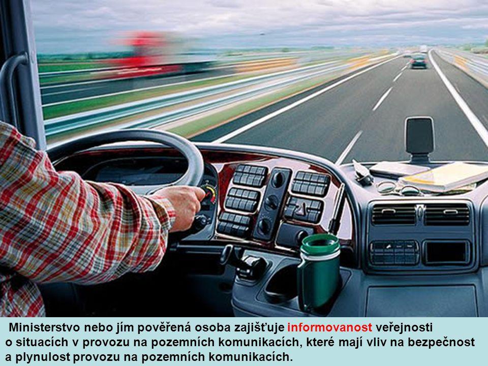 Ministerstvo nebo jím pověřená osoba zajišťuje informovanost veřejnosti o situacích v provozu na pozemních komunikacích, které mají vliv na bezpečnost a plynulost provozu na pozemních komunikacích.