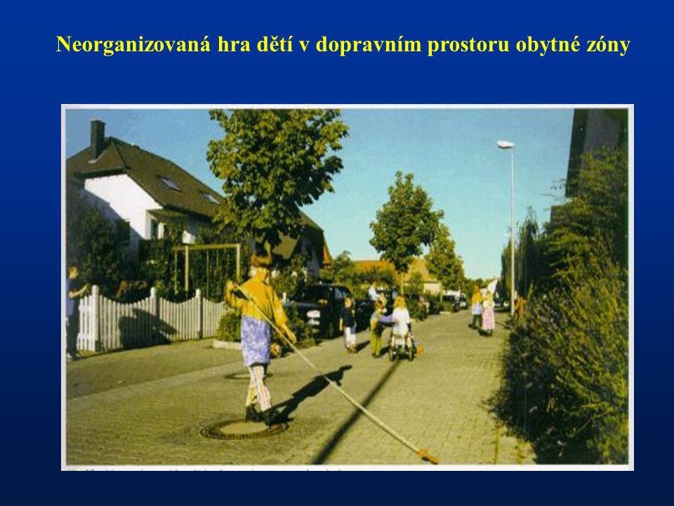 Neorganizovaná hra dětí v dopravním prostoru obytné zóny