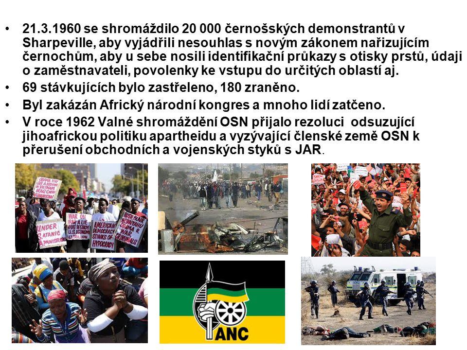 21.3.1960 se shromáždilo 20 000 černošských demonstrantů v Sharpeville, aby vyjádřili nesouhlas s novým zákonem nařizujícím černochům, aby u sebe nosili identifikační průkazy s otisky prstů, údaji o zaměstnavateli, povolenky ke vstupu do určitých oblastí aj.
