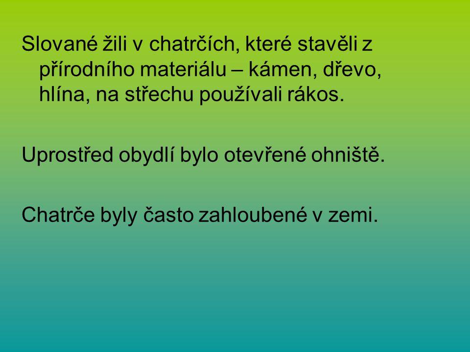 Slované žili v chatrčích, které stavěli z přírodního materiálu – kámen, dřevo, hlína, na střechu používali rákos.