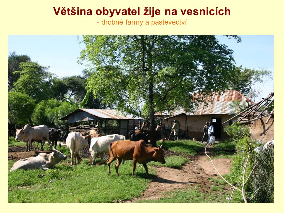 Většina obyvatel žije na vesnicích - drobné farmy a pastevectví