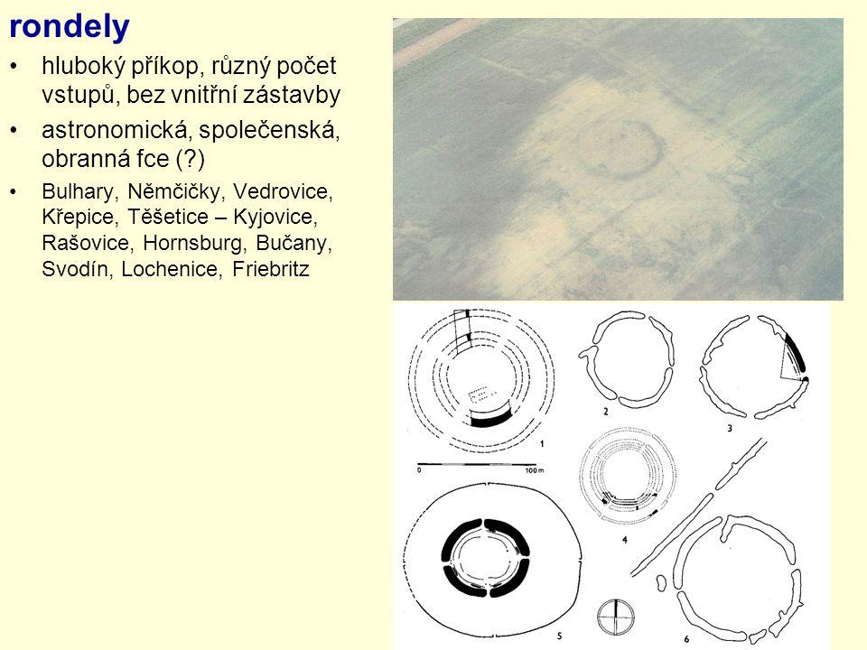 rondely hluboký příkop, různý počet vstupů, bez vnitřní zástavby