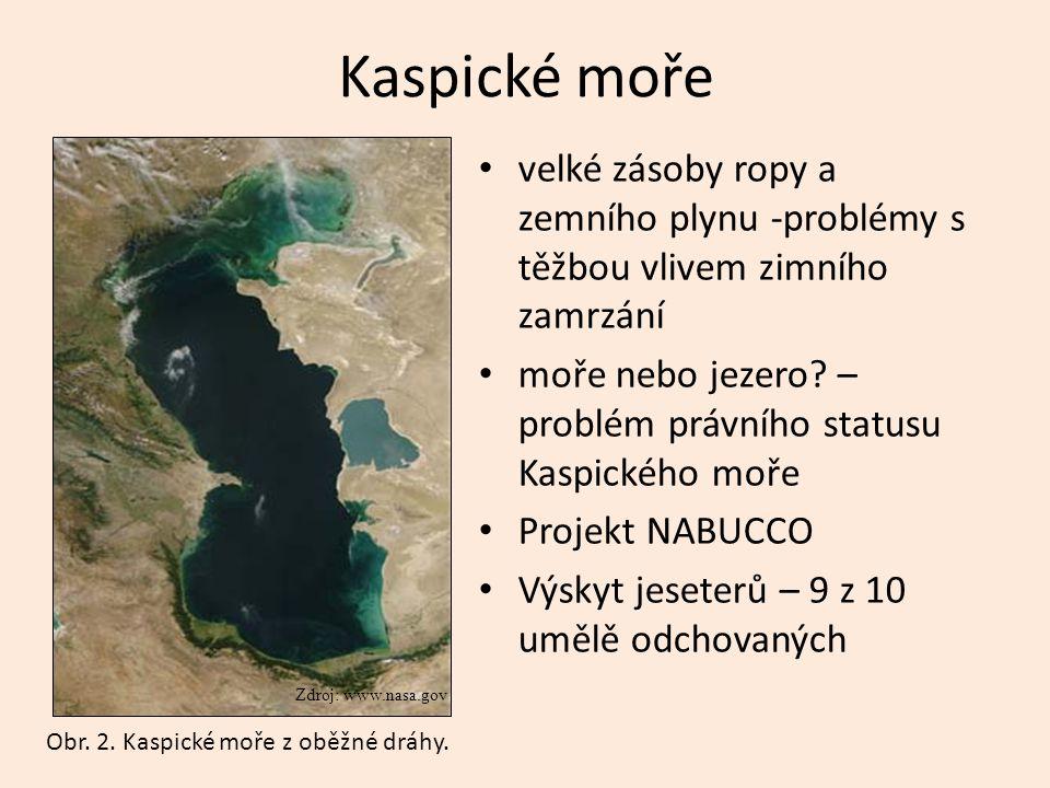 Kaspické moře velké zásoby ropy a zemního plynu -problémy s těžbou vlivem zimního zamrzání.