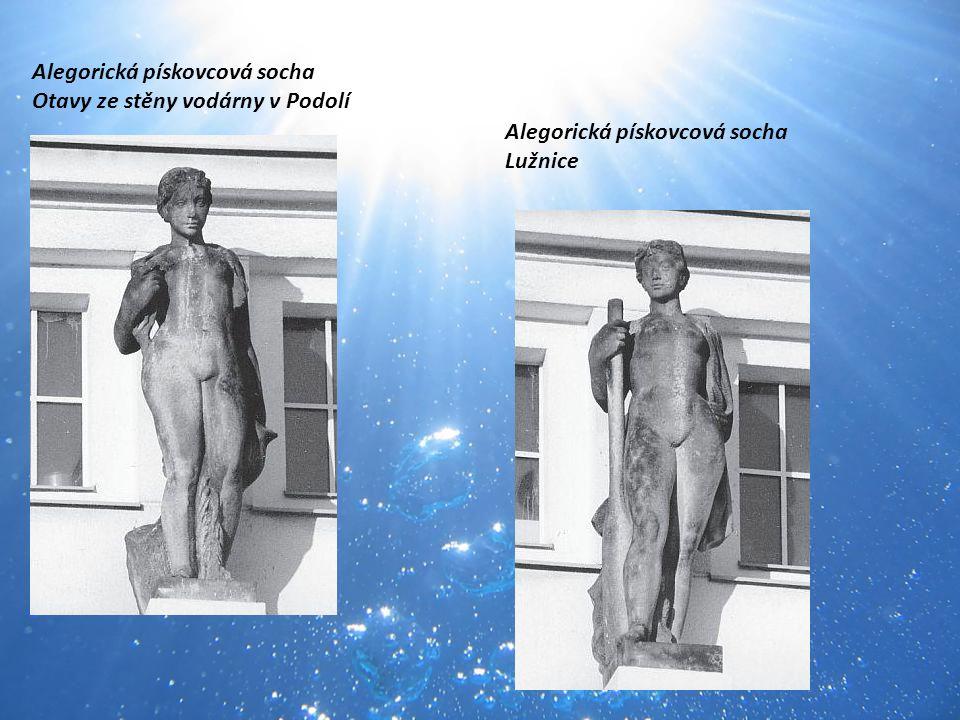 Alegorická pískovcová socha Otavy ze stěny vodárny v Podolí