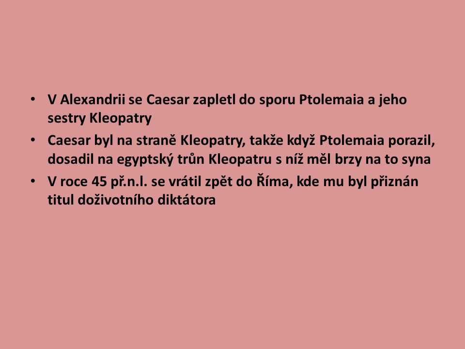 V Alexandrii se Caesar zapletl do sporu Ptolemaia a jeho sestry Kleopatry