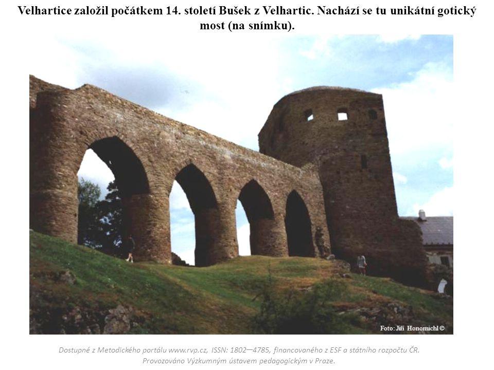 Velhartice založil počátkem 14. století Bušek z Velhartic