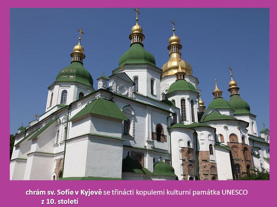 chrám sv. Sofie v Kyjevě se třinácti kopulemi kulturní památka UNESCO