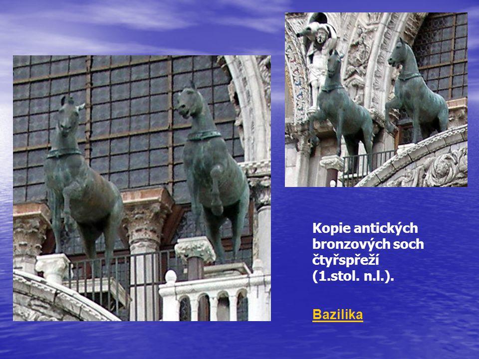 Kopie antických bronzových soch čtyřspřeží (1.stol. n.l.). Bazilika