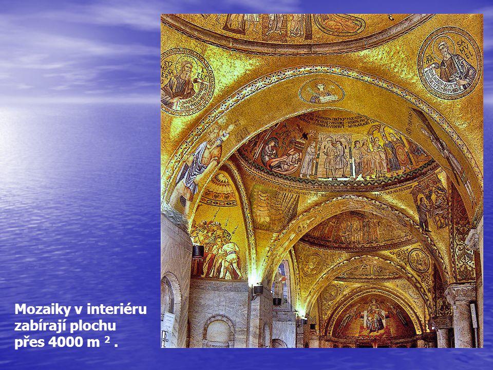 Mozaiky v interiéru zabírají plochu přes 4000 m 2 .