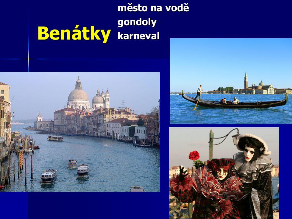 město na vodě gondoly karneval Benátky