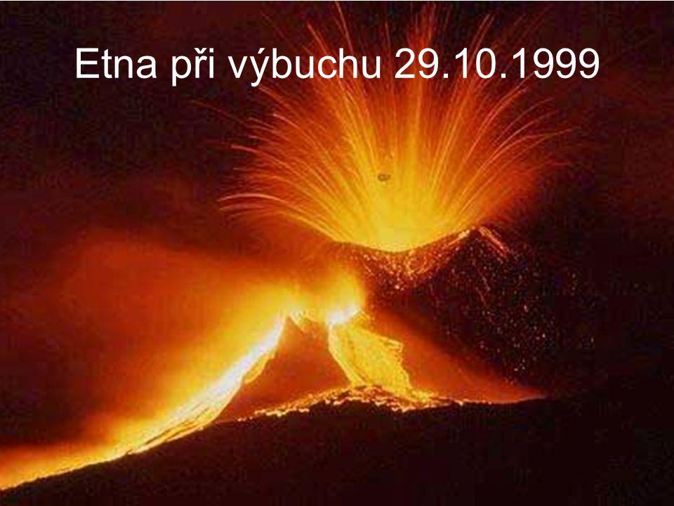 Etna při výbuchu 29.10.1999