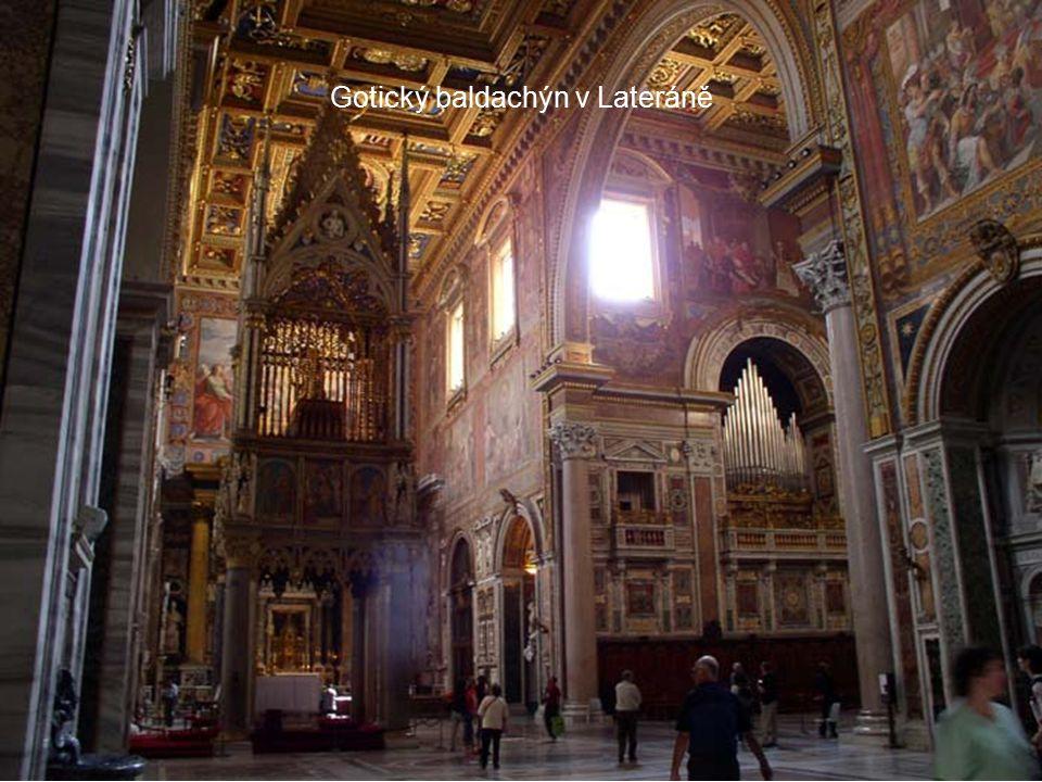 Gotický baldachýn v Lateráně