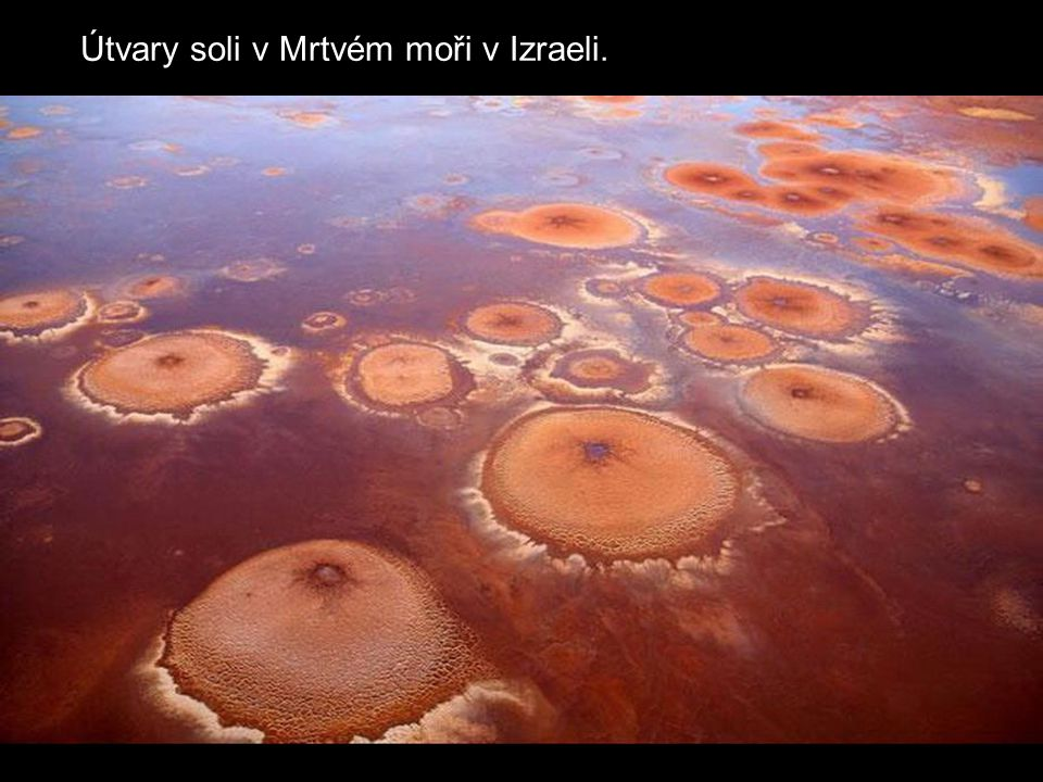 Útvary soli v Mrtvém moři v Izraeli.