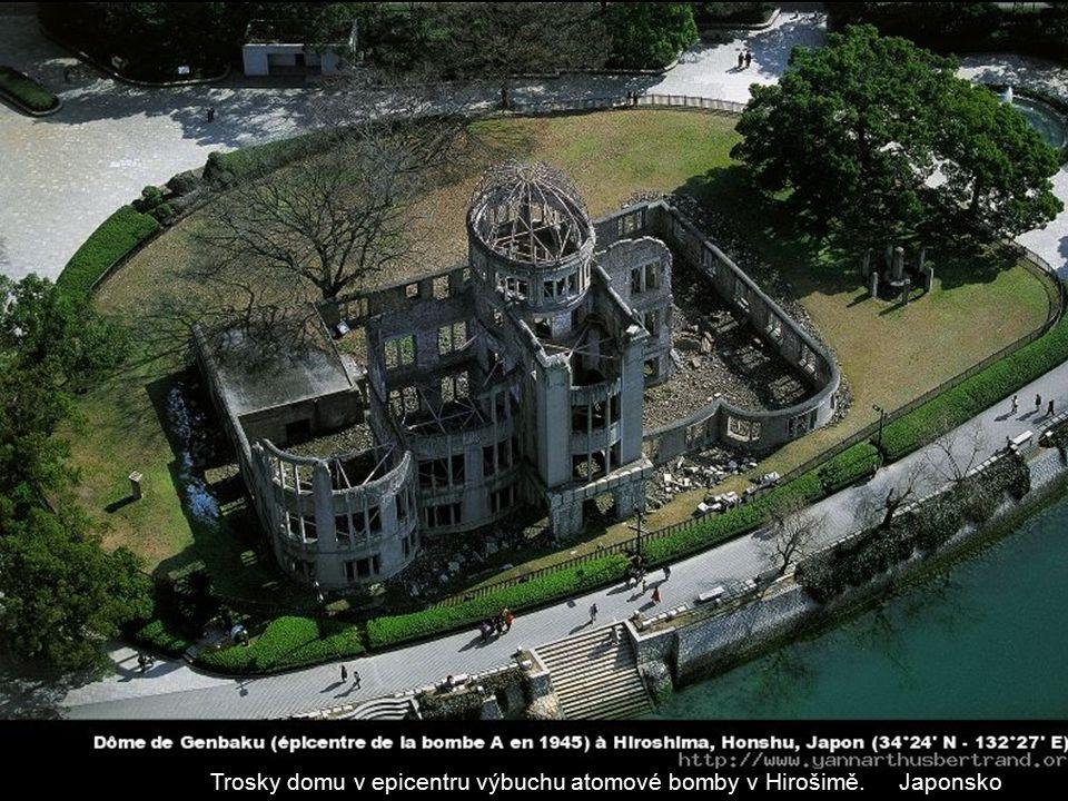 Trosky domu v epicentru výbuchu atomové bomby v Hirošimě. Japonsko
