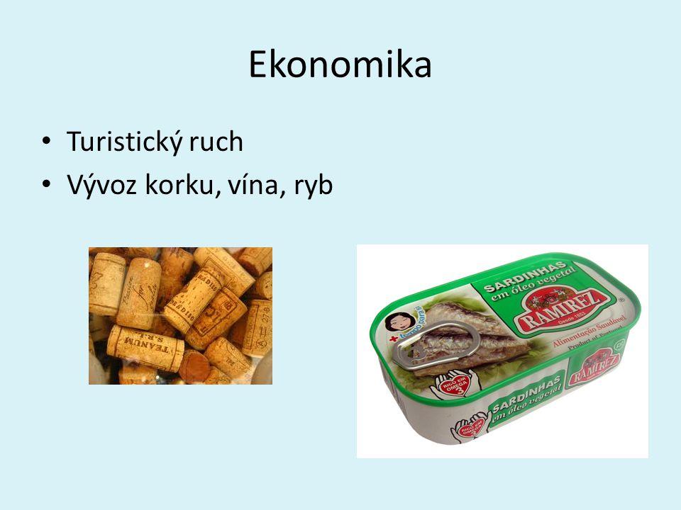 Ekonomika Turistický ruch Vývoz korku, vína, ryb