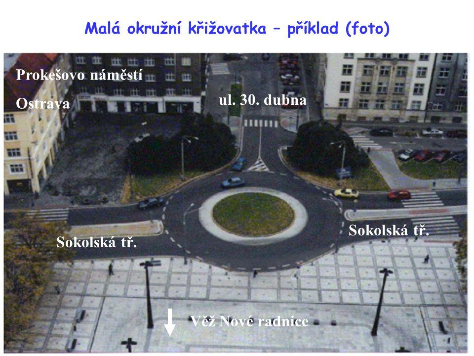 Malá okružní křižovatka – příklad (foto)