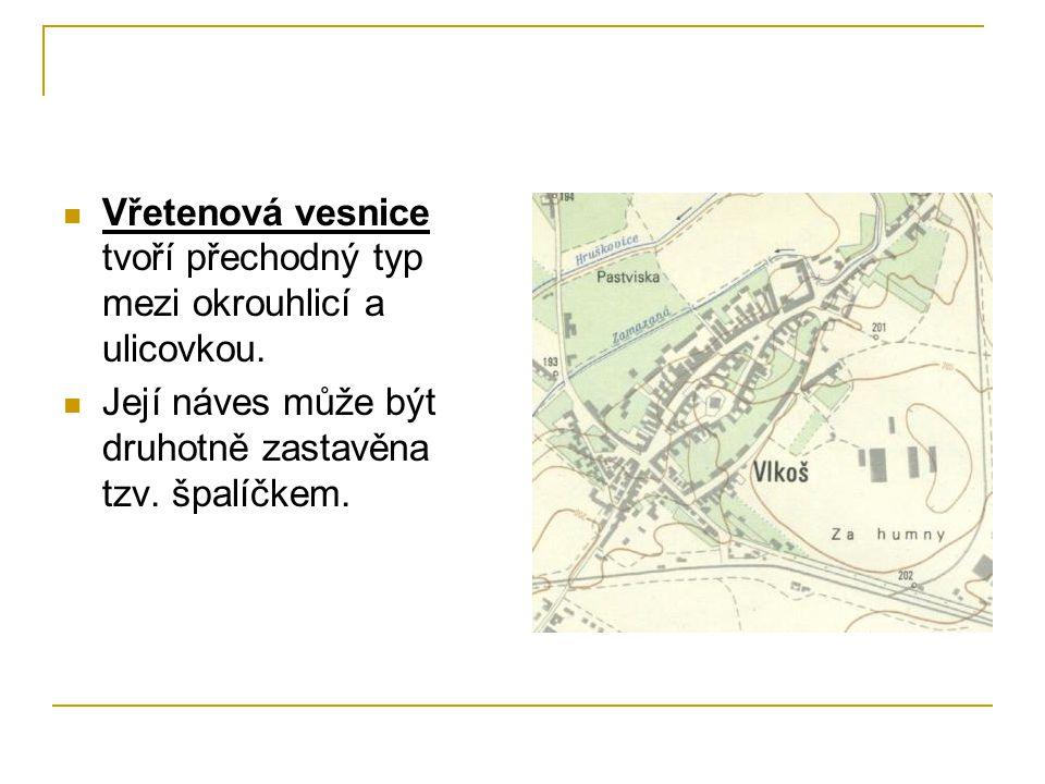 Vřetenová vesnice tvoří přechodný typ mezi okrouhlicí a ulicovkou.