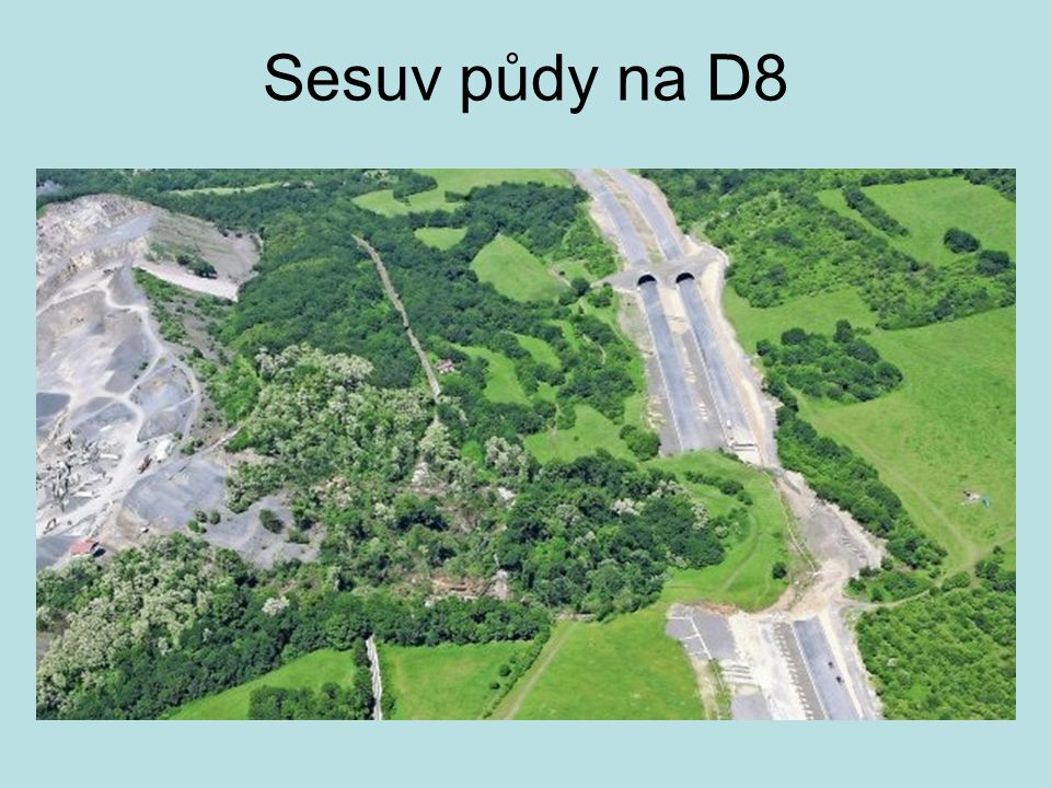 Sesuv půdy na D8