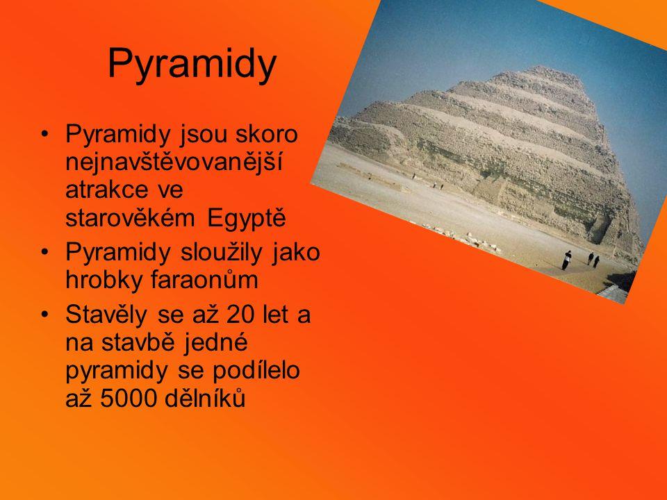 Pyramidy Pyramidy jsou skoro nejnavštěvovanější atrakce ve starověkém Egyptě. Pyramidy sloužily jako hrobky faraonům.