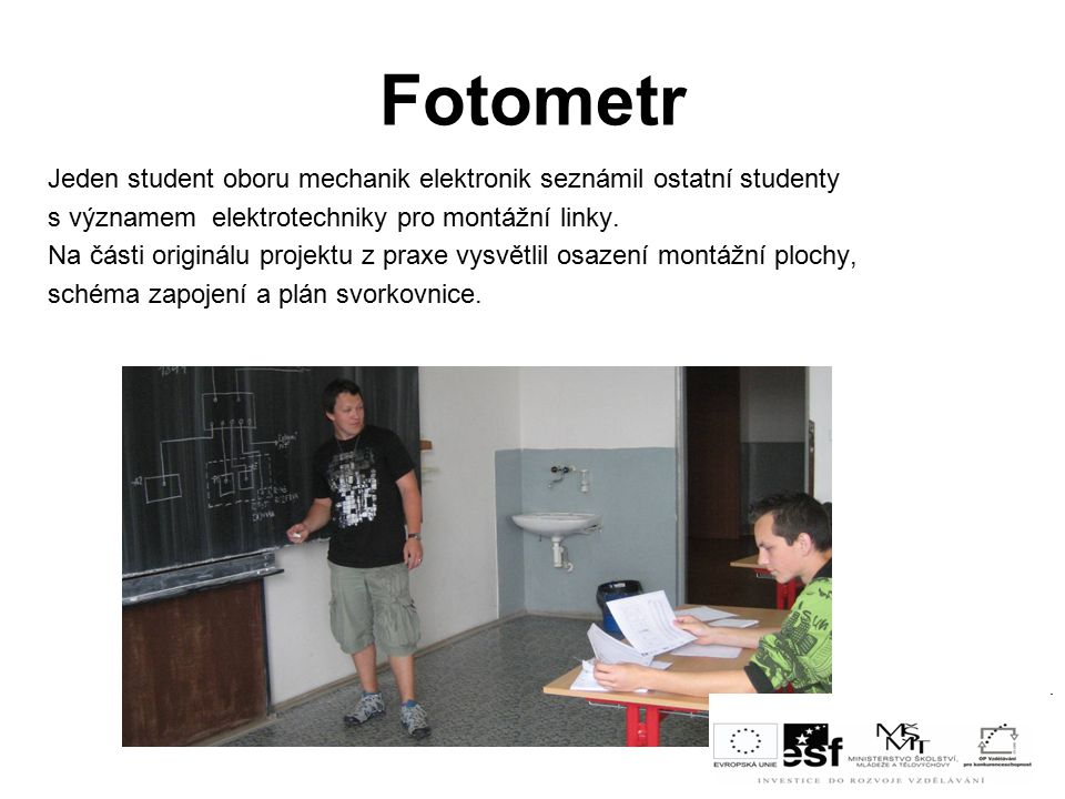 Fotometr Jeden student oboru mechanik elektronik seznámil ostatní studenty. s významem elektrotechniky pro montážní linky.