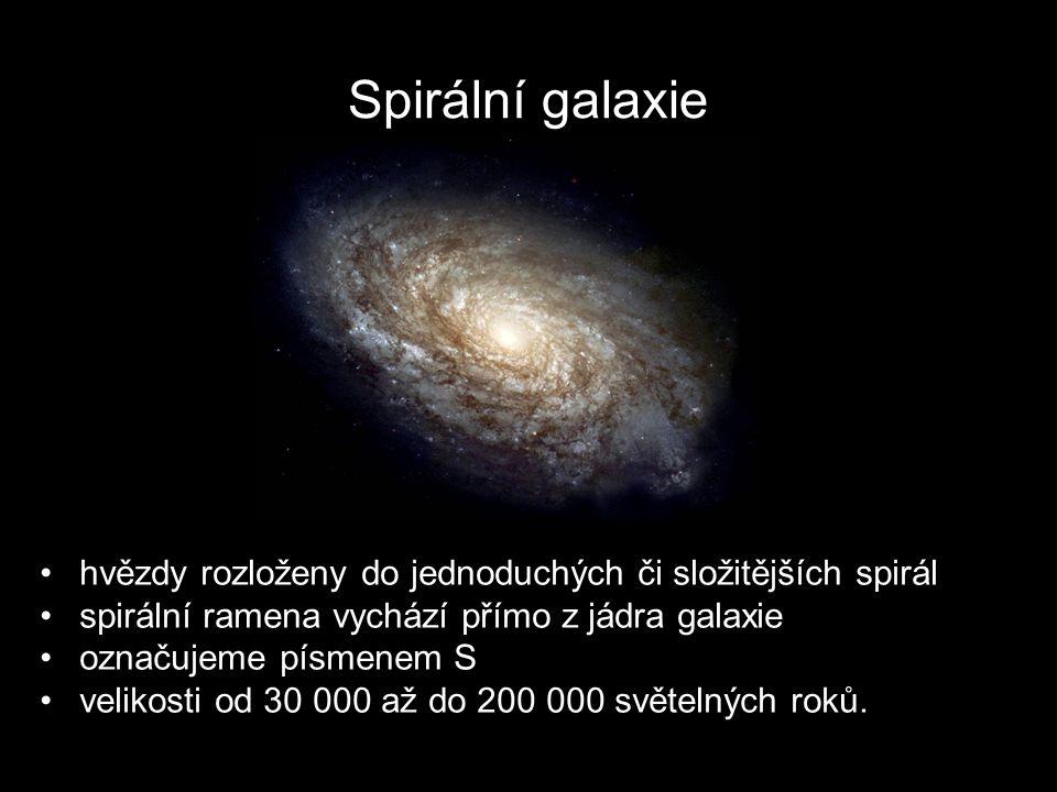 Spirální galaxie hvězdy rozloženy do jednoduchých či složitějších spirál. spirální ramena vychází přímo z jádra galaxie.