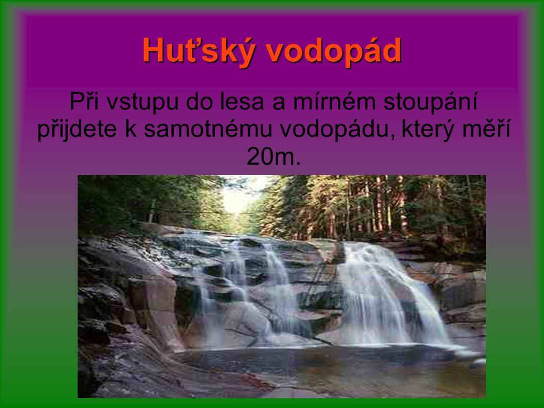 Huťský vodopád Při vstupu do lesa a mírném stoupání přijdete k samotnému vodopádu, který měří 20m.